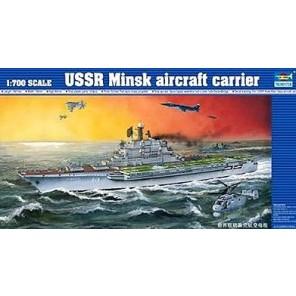 NAVE PORTAEREI USSR MINSK KIT 1/700